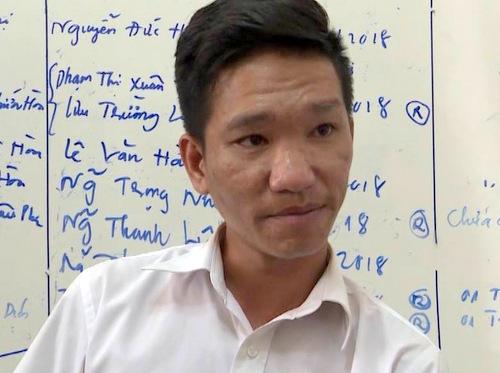 Rôn tại cơ quan công an. Ảnh: Quang Bình.