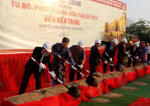 Bộ trưởng Bộ Văn hóa, Thể thao và Du lịchtham dự lễ khởi công. Ảnh: Võ Thạnh