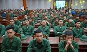 Thanh niên Hà Nội nghe chuyện chiến tranh biên giới trước khi nhập ngũ