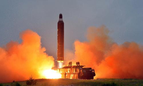 Tên lửa đạn đạo Triều Tiên trong vụ phóng thử hồi tháng 4/2017. Ảnh: KCNA.
