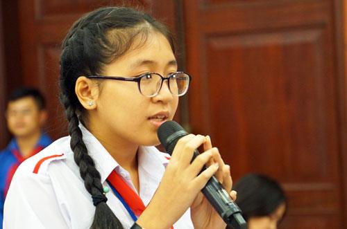 Ngô Triệu Vy (học sinh THCS Linh Trung, quận Thủ Đức) phát biểu tại buổi gặp gỡ. Ảnh: Mạnh Tùng.