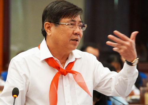 Ông Nguyễn Thành Phong trao đổi với thiếu nhi thành phố sáng 16/2. Ảnh: Mạnh Tùng.