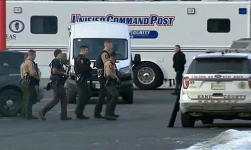 Cảnh sát tại hiện trường vụ xả súng chiều 15/2. Ảnh: Sky News.