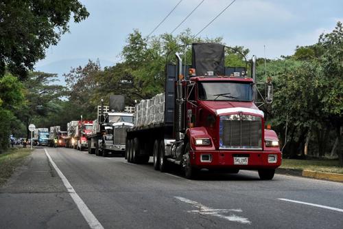 Đoàn xe chở hàng viện trợ Venezuela hôm 16/2 tới thành phố Cucuta, Colombia nằm ở biên giới hai nước. Ảnh: AFP.