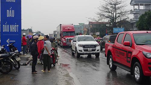 Quốc lộ 1A qua huyện Quảng Xương ách tắc kéo dài nhiều giờ. Ảnh: Lam Sơn.