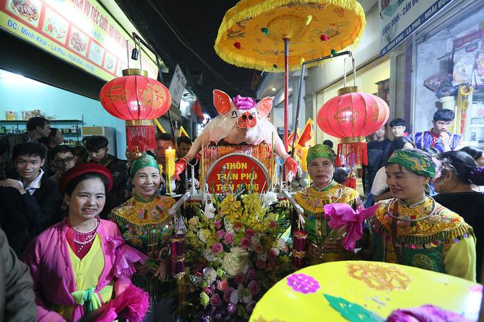 17 'Ông lợn' được trang trí trong hội rước ở Hà Nội