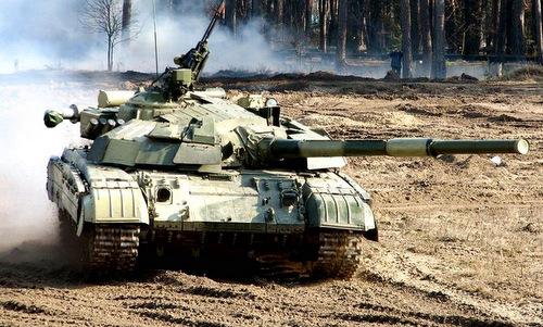 Xe tăng T-64BM Ukraine trong một đợt thử nghiệm năm 2015. Ảnh: Flickr.