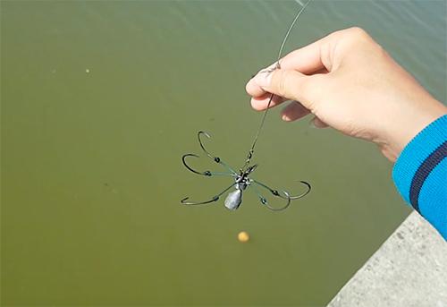 Lưỡi câu chùm để câu cá trê. Ảnh: Sơn Hoà.