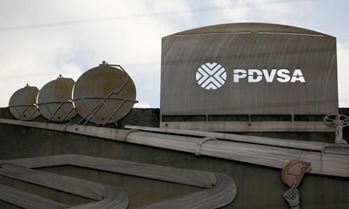 Logo PDVSA bên ngoài một tòa nhà của tập đoàn này ở thủ đô Caracas, Venezuela, ngày 28/1. Ảnh: Reuters.