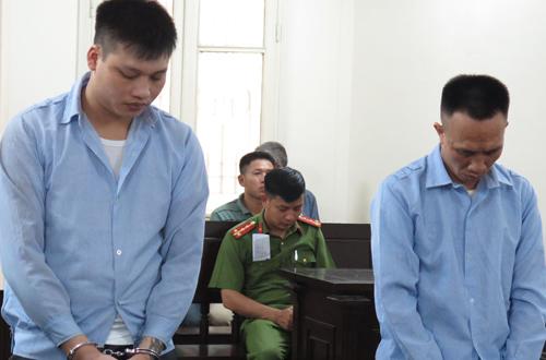 Cường và Phòng (từ trái qua) tại phiên tòa sơ thẩm ngày 5/7/2018.