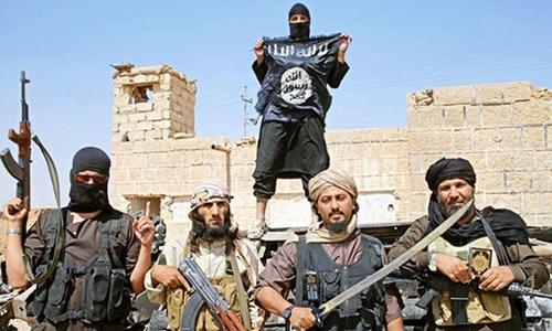 Các tay súng Nhà nước Hồi giáo (IS) ở Syria. Ảnh: Daily Express.