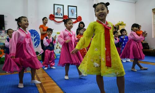 Báo Pháp mô tả không khí chờ đón Kim Jong-un tại nhà trẻ hữu nghị Việt Triều