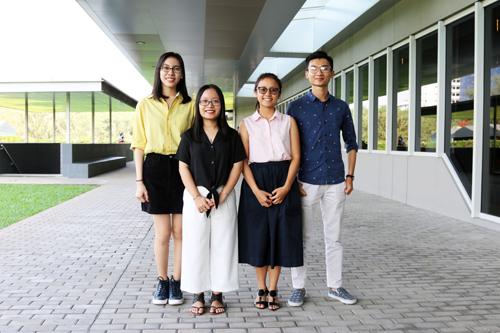 Từ trái qua phải, đội Food Warrior gồm các bạn sinh viên năm nhất và năm hai: Nguyễn Yến Hân, Lê Trần Anh Thư, Đỗ Hoàng Thảo Vi và Hoàng Văn Phúc Triệu.