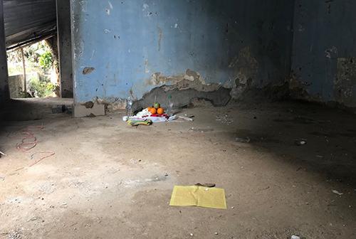 Ngôi nhà hoang nơi nữ sinh bị nhóm nghiện khống chế. Ảnh: Phạm Dự.