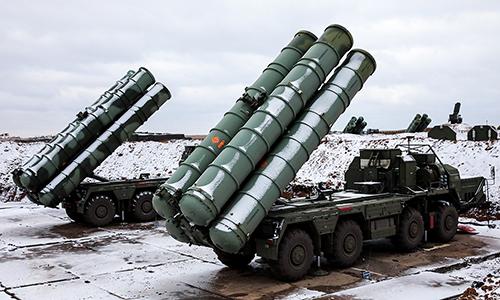 Xe phóng thuộc tổ hợp tên lửa phòng không S-400 của Nga. Ảnh: TASS.