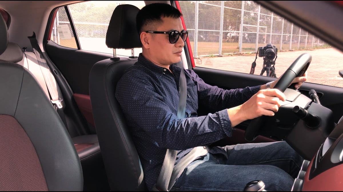 Cách chỉnh ghế ôtô để lái thoải mái và an toàn