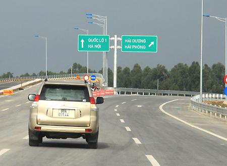 Các tuyến cao tốc cần tăng thêm biển báo địa danh sắp đến. Ảnh minh họa: Đoàn Loan.