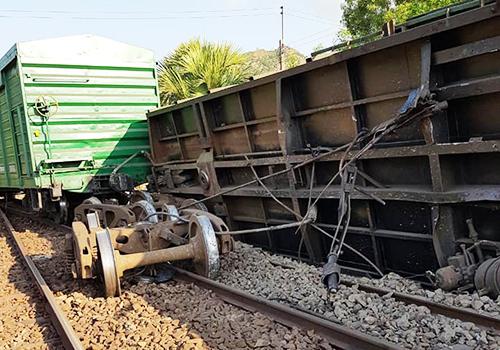 Sự cố trật bánh tàu hàng tại ga Suối Kiết (Bình Thuận) ngày 19/2.