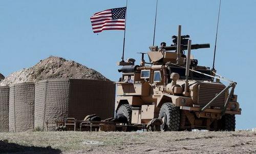 Xe thiết giáp Mỹ bảo vệ căn cứ Al-Tanf ở phía đông Syria. Ảnh: AFP.