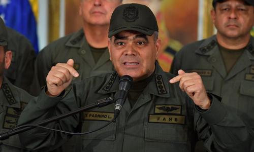 Bộ trưởng Quốc phòng Venezuela Vladimir Padrino phát biểu tại thủ đô Caracas hôm 19/2. Ảnh: AFP.