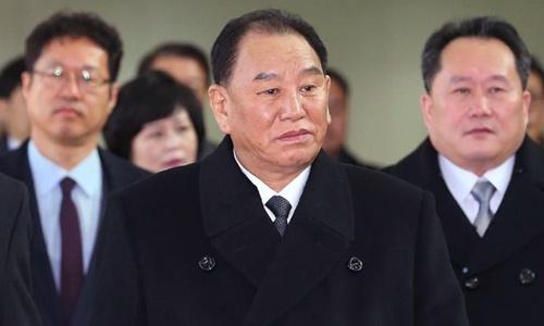 KIm Yong Chol (đi phía trước) tại Bắc Kinh hồi năm ngoái. Ảnh: Reuters.