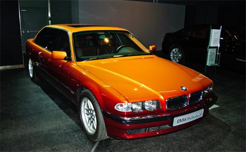 Chiếc BMW L7 bản limousine đặc biệt của Karl Lagerfeld.