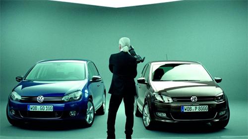 Karl Lagerfeld trong chiến dịch quảng cáo của Volkswagen năm 2010.