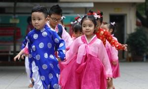 Học sinh mầm non tập hát, mong đón Chủ tịch Kim Jong-un