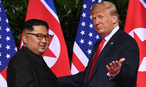 Tổng thống Mỹ Trump, phải và lãnh đạo Triều Tiên trong cuộc gặp tháng 6/2018 tại Singapore. Ảnh: AFP.