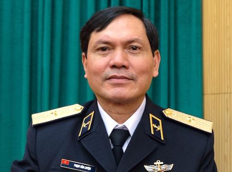 Chuẩn Đô đốc Phạm Văn Luyện trả lời VnExpress về việc huấn luyện, làm chủ tàu ngầm. Ảnh: Hoàng Thuỳ