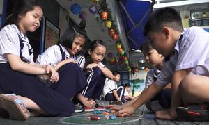 Học sinh thích thú với trò chơi dân gian ở Sài Gòn