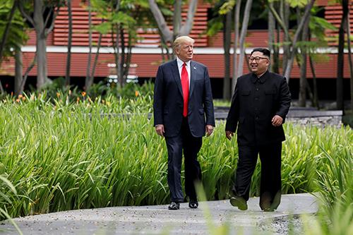 Tổng thống Donald Trump vàlãnh đạo Kim Jong-un tại Singapore năm ngoái. Ảnh: Reuters