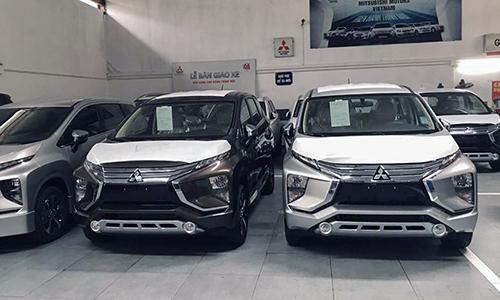 Mitsubishi chờ giao khách tại một showroom. Doanh số tháng 1 của mẫu MPV Nhật Bản đứng thứ 9 toàn thị trường. Ảnh: Tài Nam