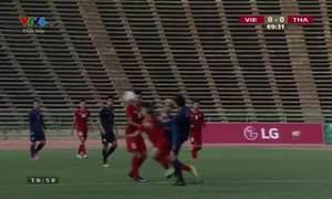 Cầu thủ Thái Lan đạp thẳng mặt Hữu Thắng
