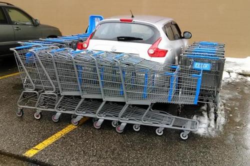 Hậu qua của việc đi siêu thị nhưng lại đỗ xe không quan sát.