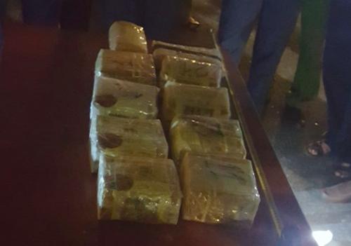 Gần 10 kg ma túy đá và 2.000 viên ma túy tổng hợp bị thu giữ. Ảnh: Nguyễn Tuấn