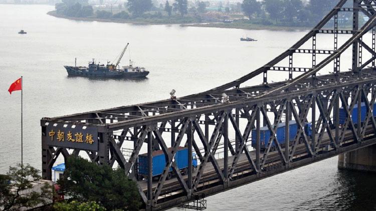 Cây cầu nối lãnh thổ Trung Quốc và Triều Tiên tại thị trấn Đan Đông. Ảnh: Asahi Shimbun.