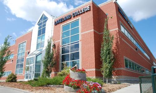 Cơ hội nhận học bổng, làm việc và định cư tại Canada