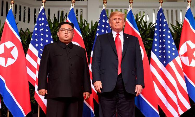 Chủ tịch Triều Tiên Kim Jong-un và Tổng thống Mỹ Donald Trump tại hội nghị thượng đỉnh Singapore hồi tháng 6/2018. Ảnh: AFP.