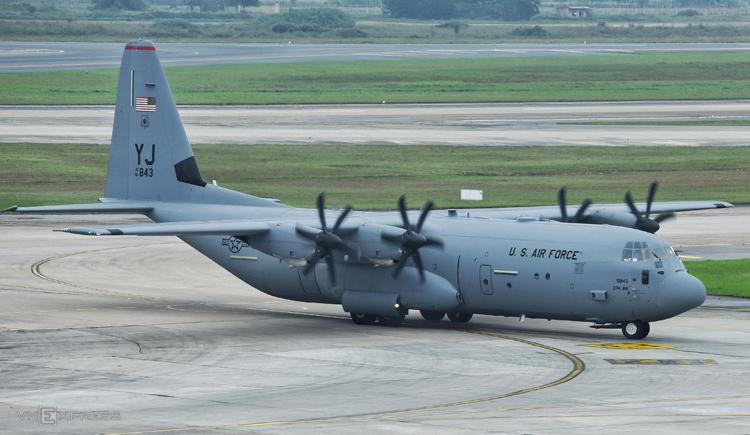 Máy bay C-130 dự kiến đỗ ở sân bay Nội Bài trong 2 giờ. Ảnh: Giang Huy
