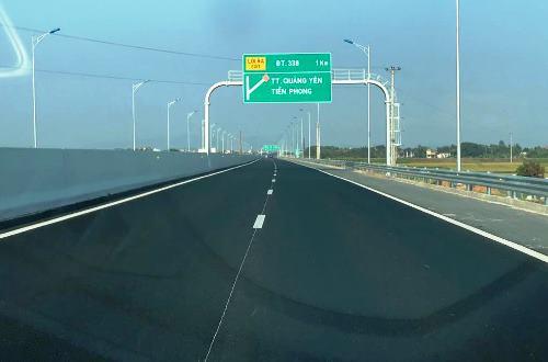 Cao tốc Hạ Long - Hải Phòng đoạn đi qua khu vực thị xã Quảng Yên. Ảnh: Minh Cương