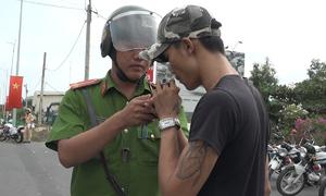 Bị kiểm tra, tài xế container ở Sài Gòn thừa nhận dùng ma túy