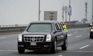 Xe 'Quái thú' của Tổng thống Trump chạy trên cầu Nhật Tân