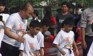 HLV Park Hang seo 'truyền lửa' bóng đá cho trẻ em ở An Giang