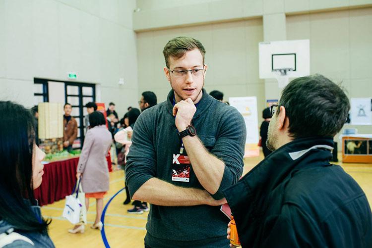 Kevin Raison, 28 tuổi, đến từ Boston tại hội thảo TED Talk Hà Nội 2019. Ảnh: NVCC.