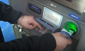 Hai người Trung Quốc trộm dữ liệu tại cây ATM