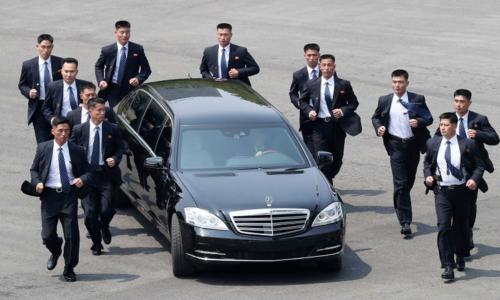 Đoàn tàu bọc thép chở ông Kim Jong-un tới Hà Nội có thể mang theo chuyên xa