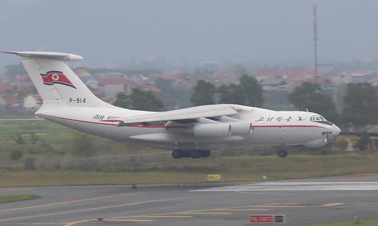 Máy bay Triều Tiên hạ cánh xuống sân bay Nội Bài sáng nay. Ảnh: Bá Đô