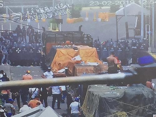 Hình ảnh các chuyếnhàng viện trợ ở biên giới Colombia - Venezuela do thủ lĩnh phe đối lập Juan Guaido chia sẻ. Ảnh: Twitter