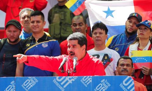 Tổng thống Maduro phát biểu trước người ủng hộ tại Caracas hôm 23/2. Ảnh: Reuters.
